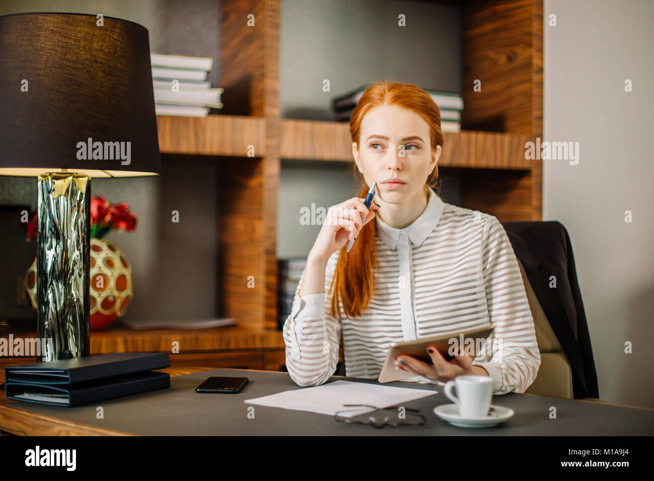 young businesswoman using tablet computer - Stock Image