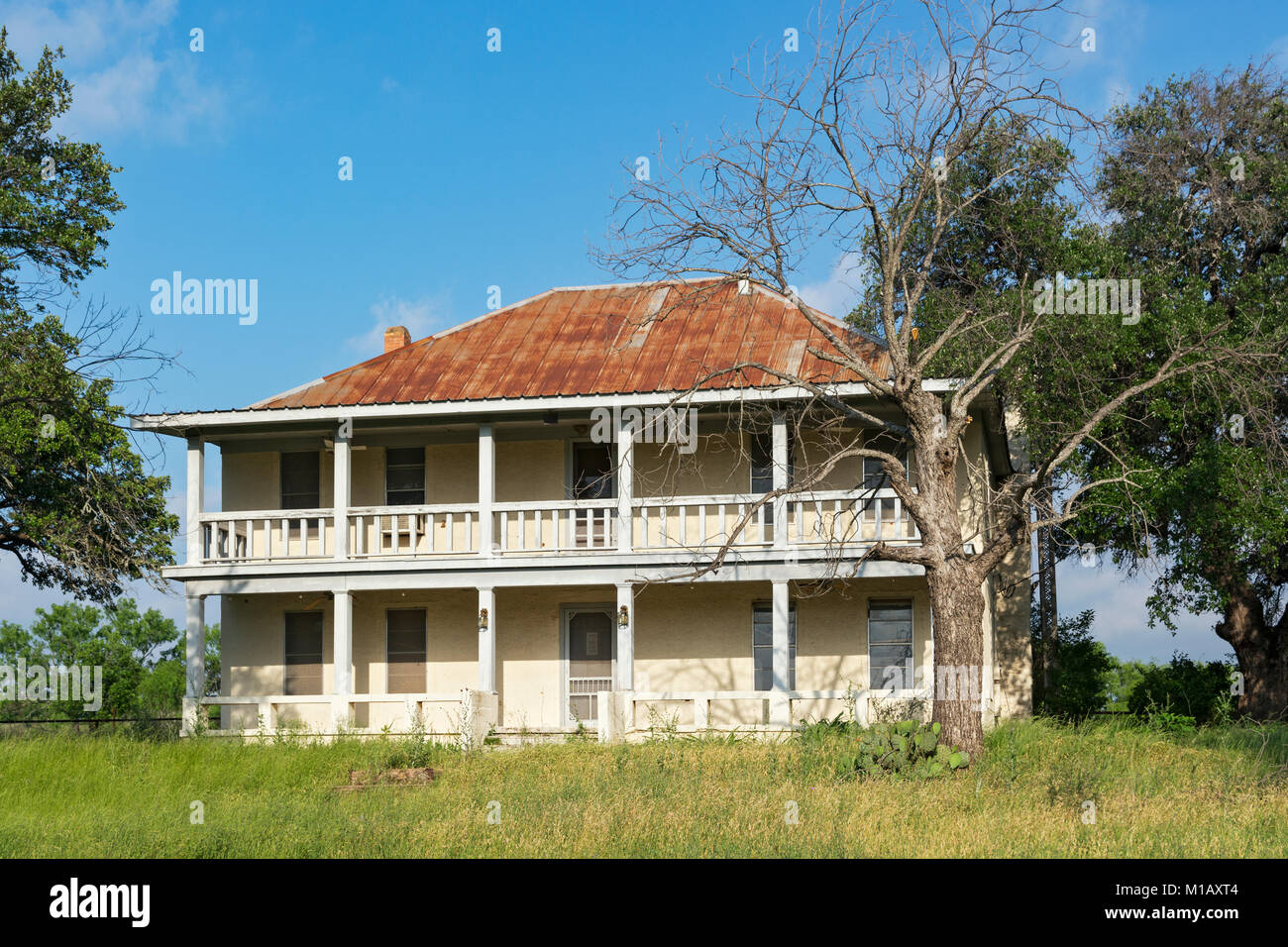 Texas, Hill Country, Llano County, old house on Hwy 16 south of Llano - Stock Image
