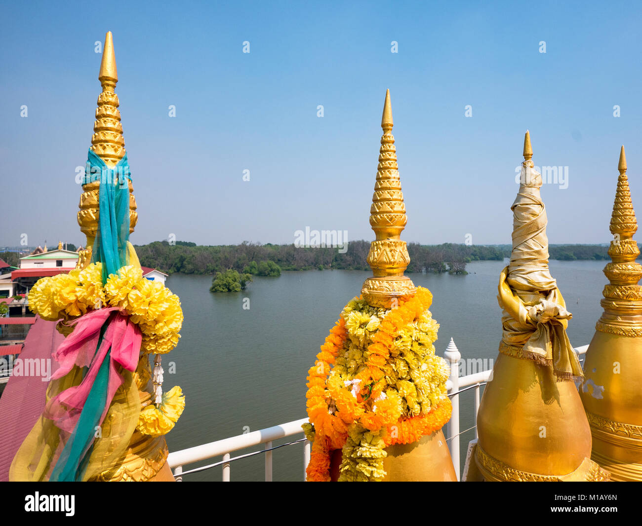 Small stupas at Wat Hong Tong, a Buddhist temple out in the sea in the Chachoengsao Province of Thailand. Mangrove - Stock Image