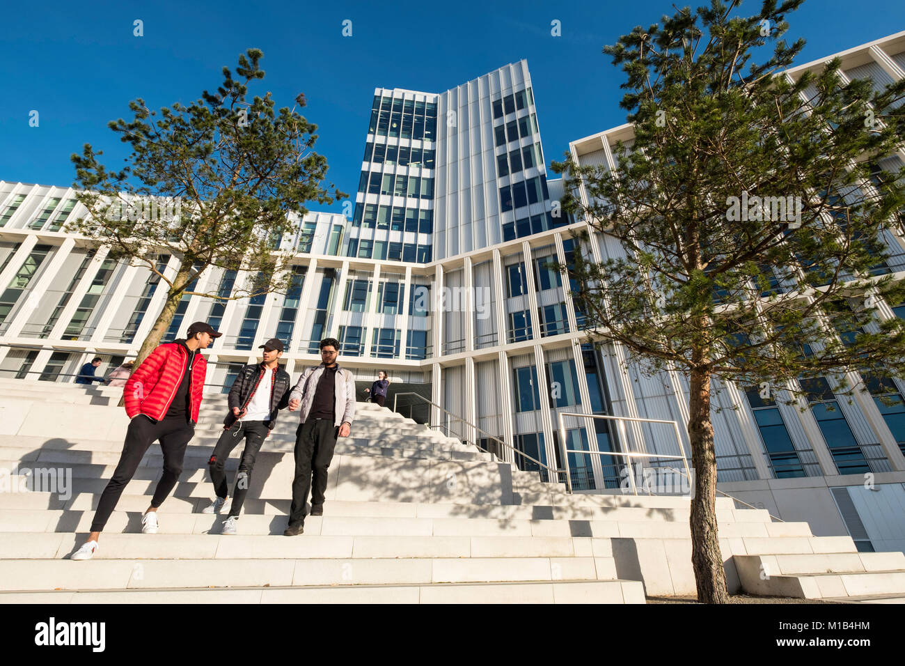 Students on campus of new City of Glasgow College in central Glasgow , Scotland, United Kingdom - Stock Image