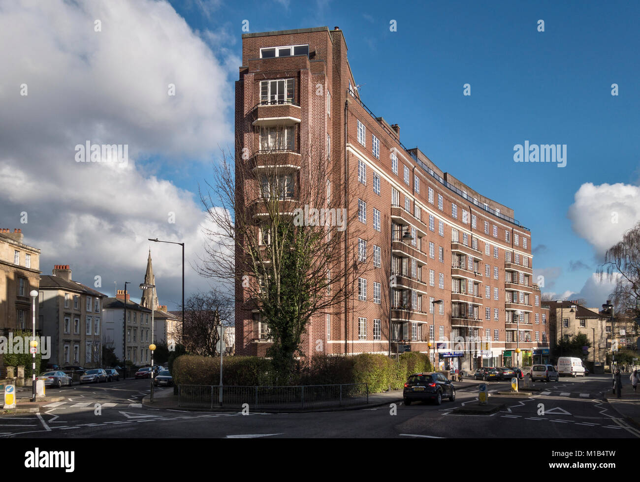 Queen's Court, Clifton, Bristol, UK. A block of luxury flats built in 1937 in the Art Deco style, designed by - Stock Image