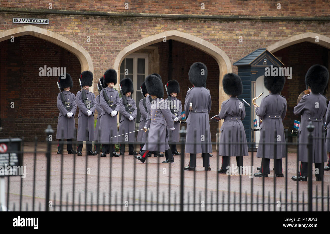 28 January 2018. Guardsmen at St James Palace prepare for Changing the Guard ceremony. Credit: Malcolm Park/Alamy. - Stock Image