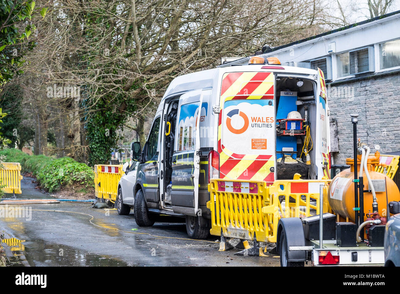 Wales&West Utilities vehicle on an emergency call out to repair a gas leak in Newquay Cornwall. - Stock Image