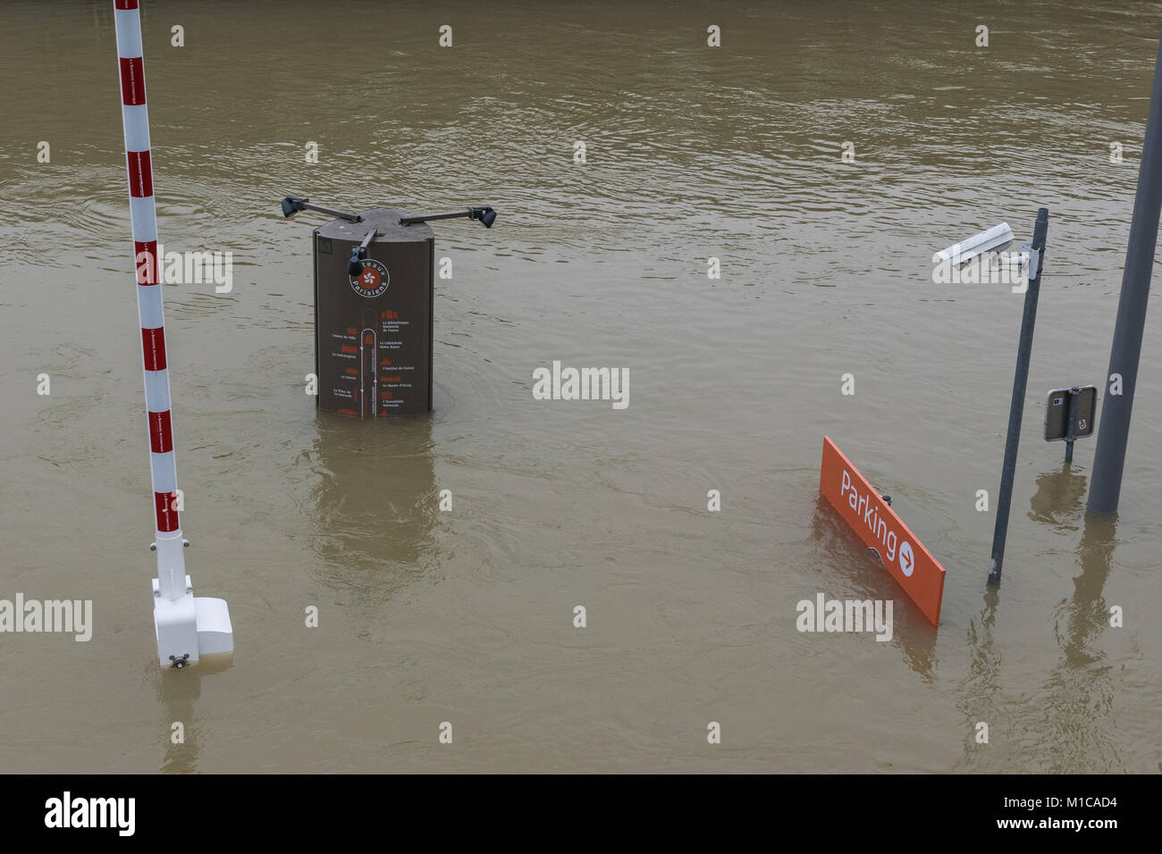 Paris, France. 28th Jan, 2018. Flood water rising in Paris, River Seine in flood January 28 2018 Credit: RichFearon/Alamy - Stock Image
