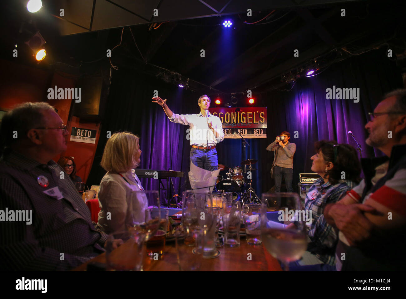 Houston, Texas, USA. 28th January, 2018. Beto O'Rourke, D-Texas speaks at a Bands for Beto event at the Mucky Duck Stock Photo