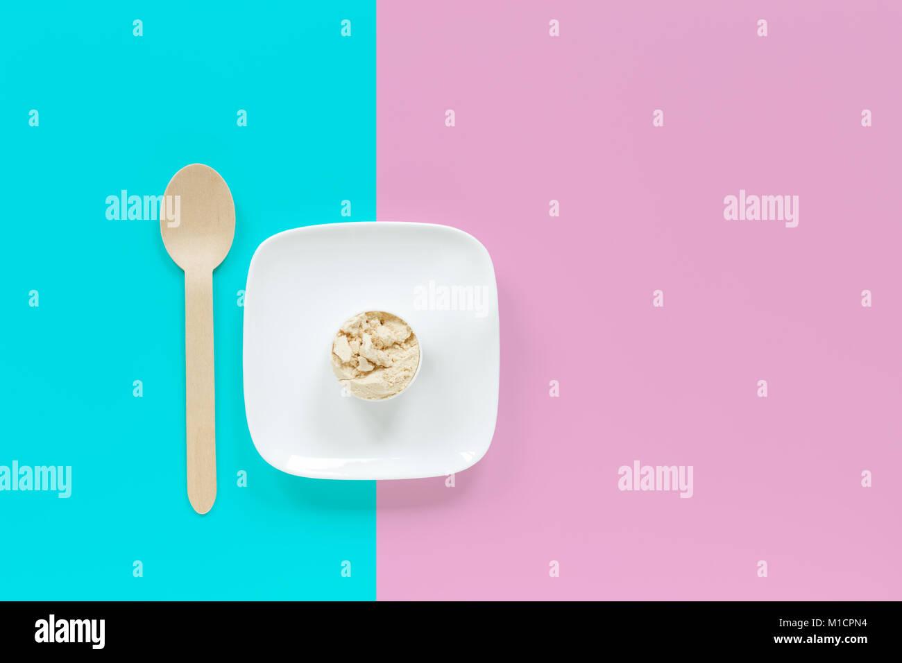 whey-protein-powder-scoop
