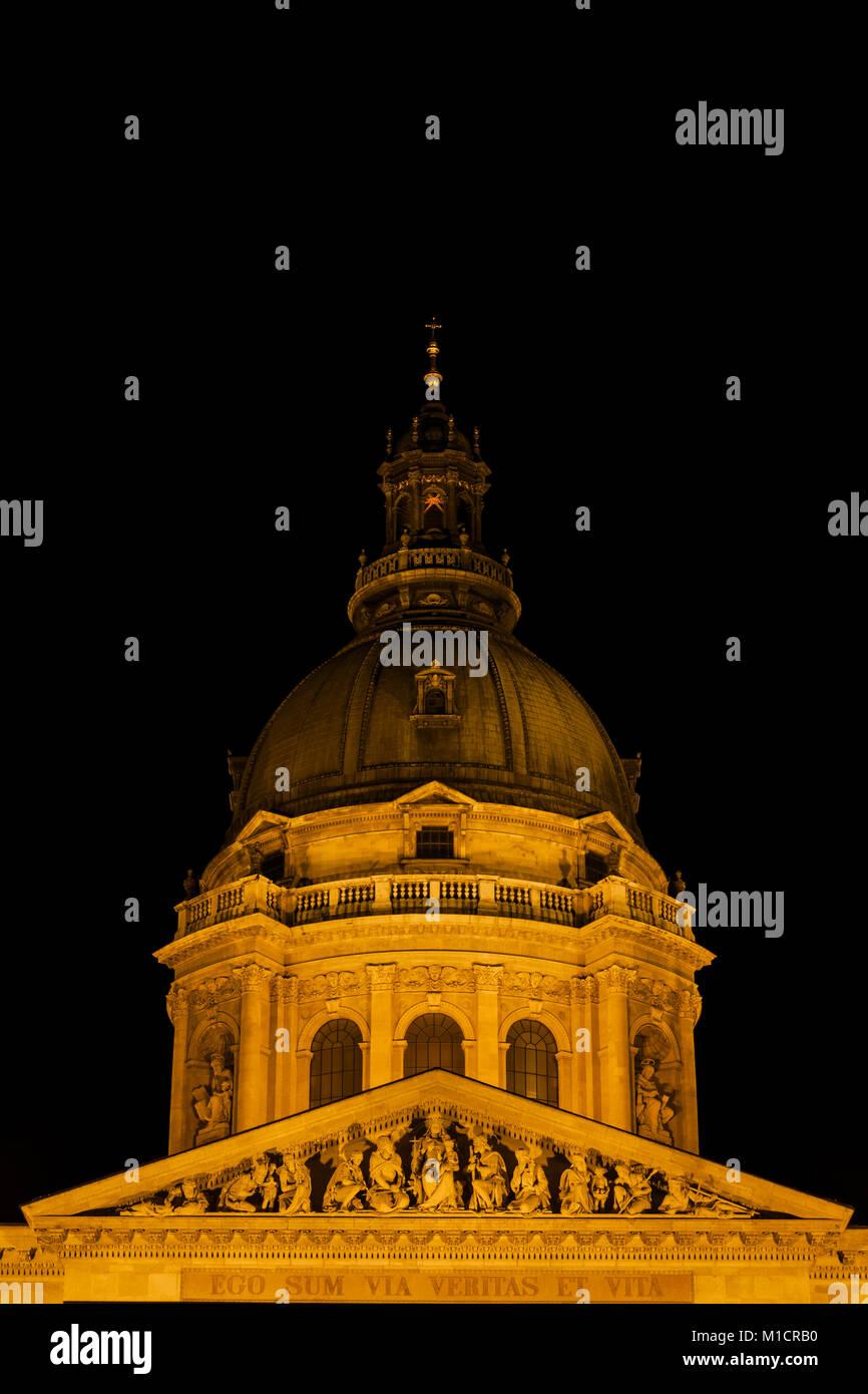 St. Stephen's Basilica (Szent Istvan Bazilika) at night in city of Budapest, Hungary, Europe, dome and tympanum, - Stock Image