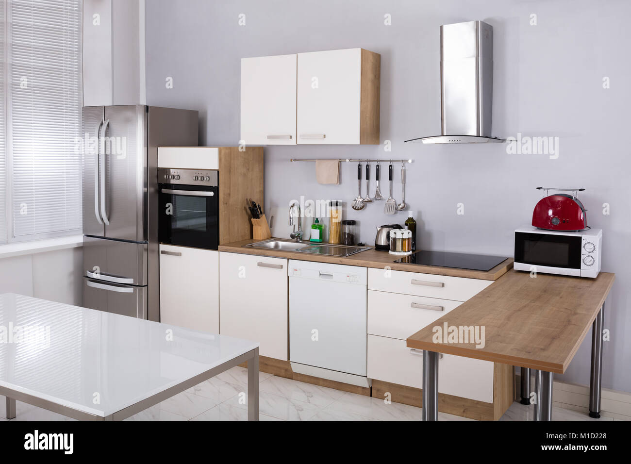 Kitchen Appliances Electrical Stock Photos & Kitchen Appliances ...