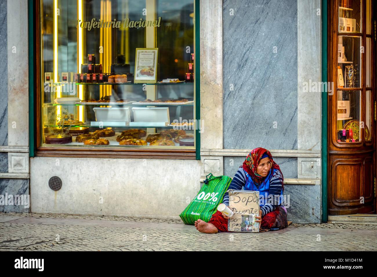 Beggar, Praça da Figueira, Lisbon, Portugal, Bettlerin, Praca da Figueira, Lissabon - Stock Image