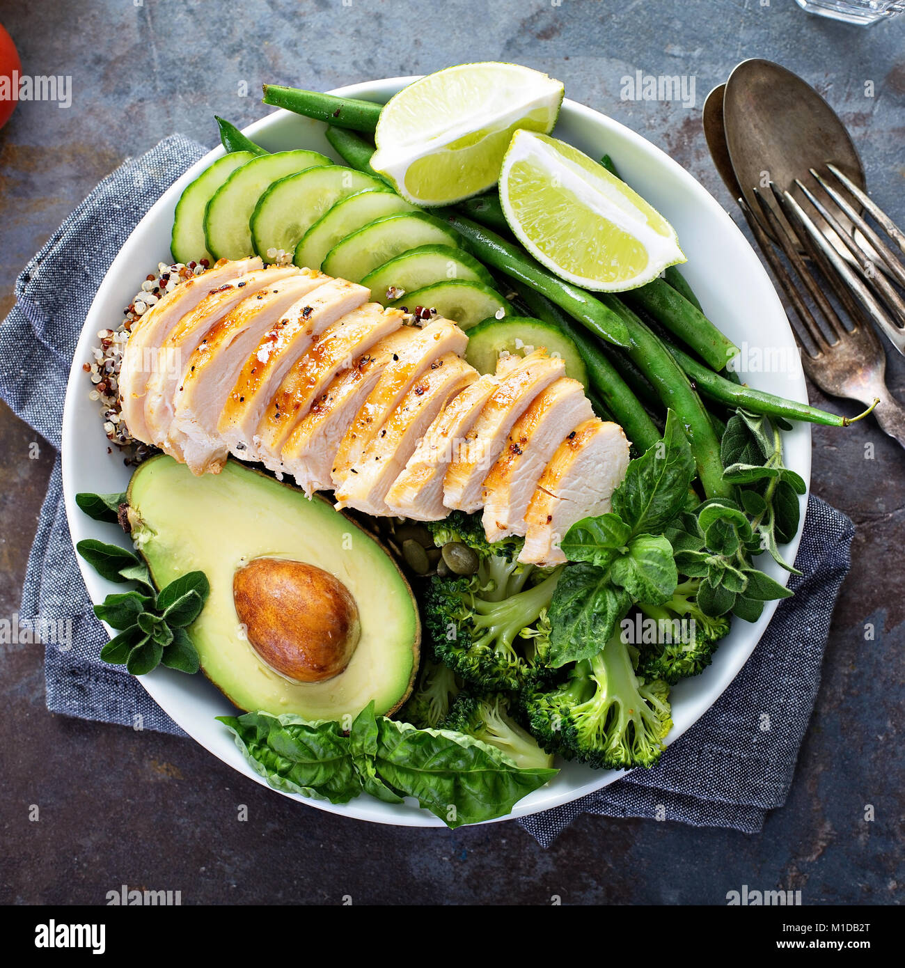 Green vegan lunch bowl with quinoa and avocado - Stock Image