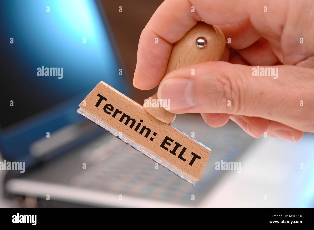 Termin EILT markiert auf Stempel - Stock Image