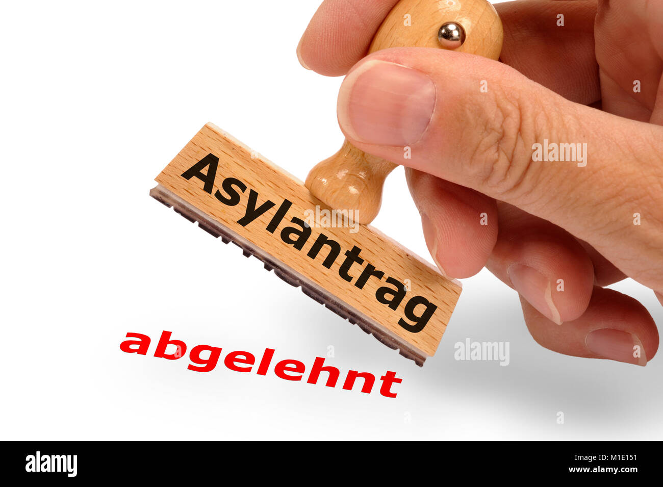 Asylantrag abgelehnt - markiert auf Holzstempel - Stock Image