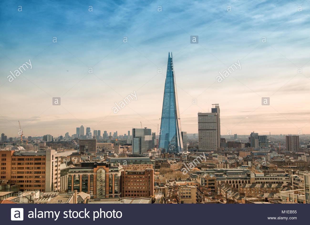The Shard / Shard London Bridge / Shard of Glass, ein Wolkenkratzer in Londons Stadtteil Southwark mit einer Hoehe - Stock Image
