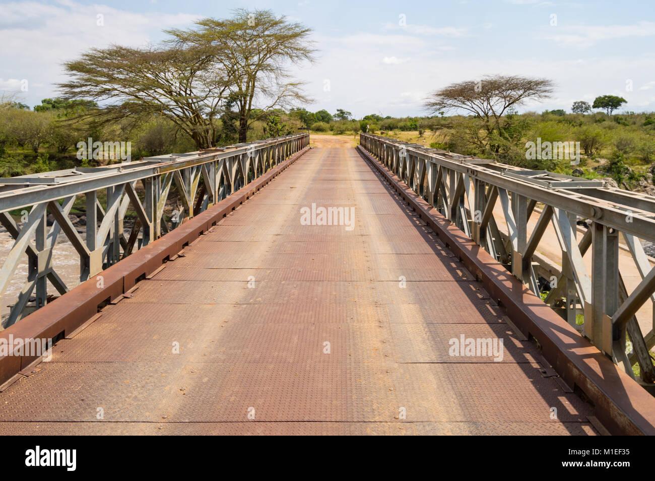Iron Bridge on the Mara River between Maasai Mara Park in North West Kenya and Serenghetti Park in Tanzania - Stock Image