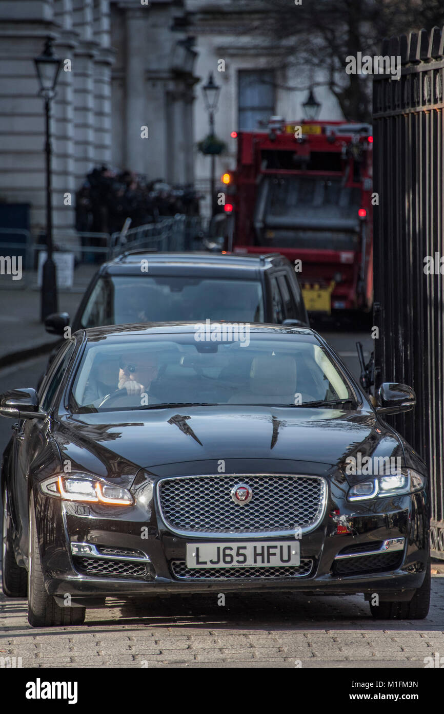 London, UK. 30th January, 2018. A queue of ministerial cars leave Downing street after this morning's Cabinet - Stock Image