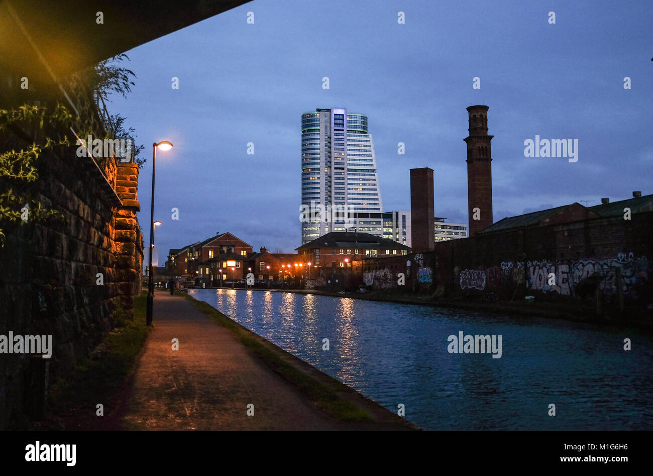 Leeds Yorkshire UK - The Aire Valley canal towpath - Stock Image