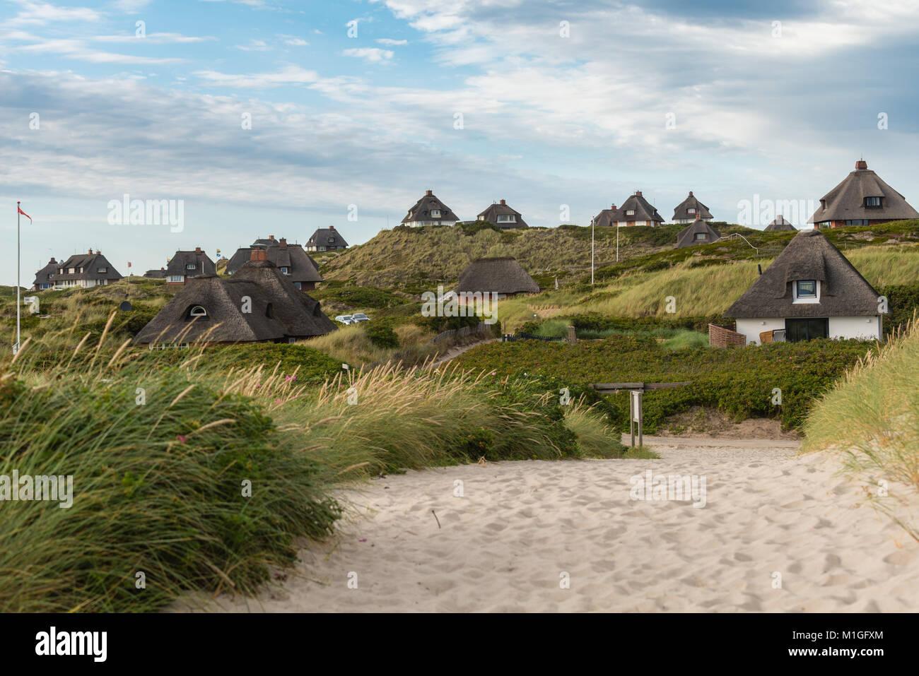 Ferienhaeuser in den Duenen vor Hoernum Odde, Hoernum, Sylt, Nordfriesland - Stock Image