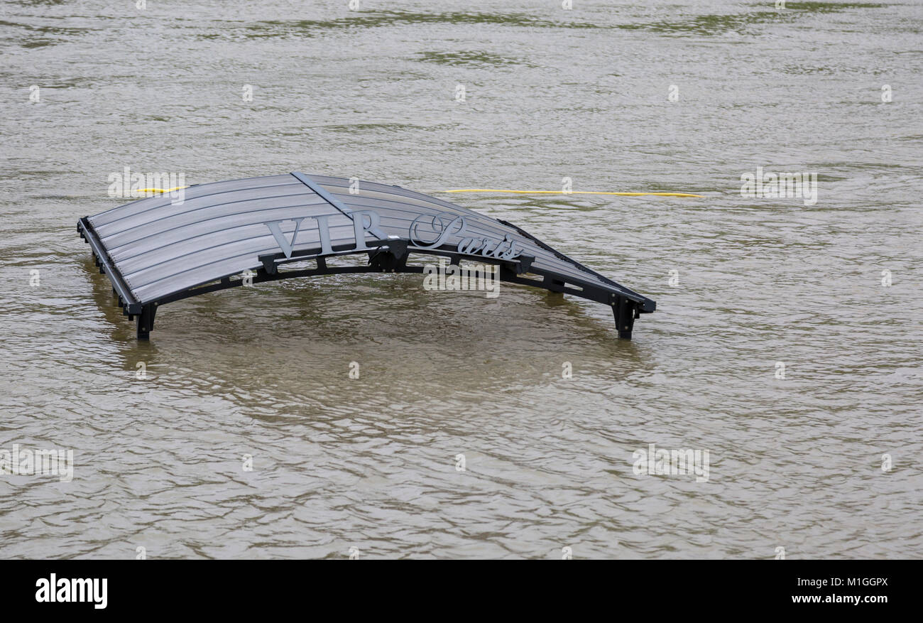PARIS - January 29, 2018: The roof of the boarding place on the luxury yacht hotel VIP Paris is almost covered by - Stock Image