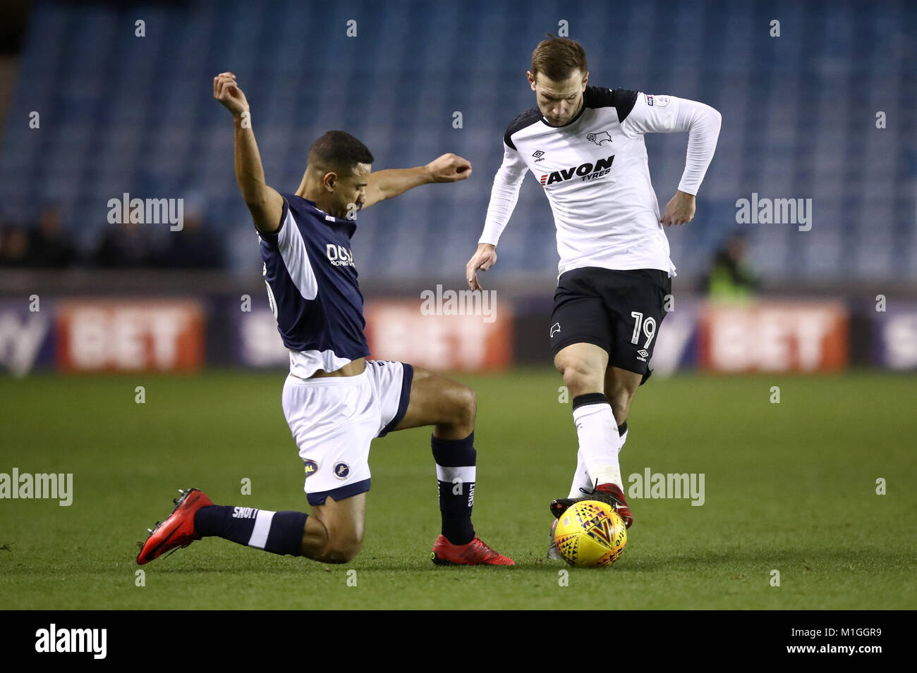 Derby County's Andreas Weimann (right) battles for possession of the ball with Millwall's Shaun Williams - Stock Image