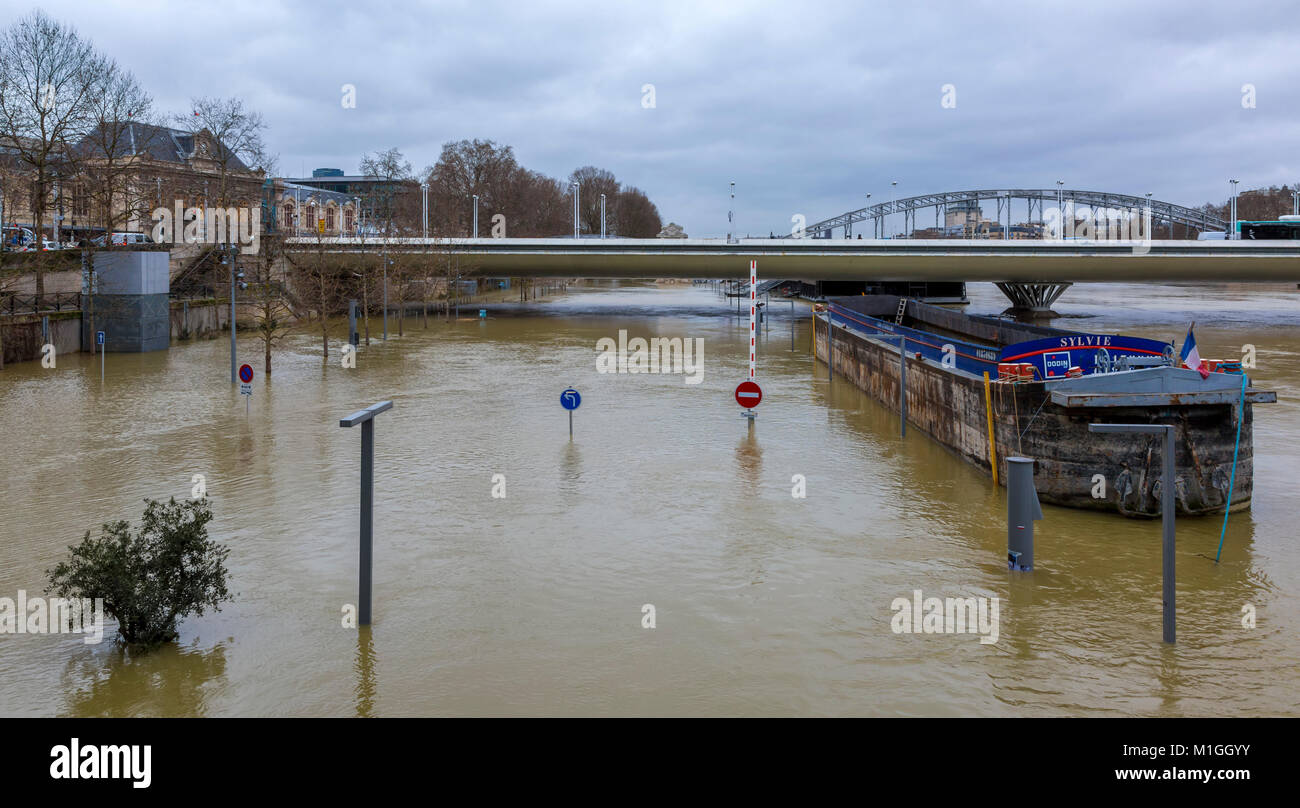 PARIS, FRANCE - January 29, 2018: The Seine River rises significantly, increasing the risk of flooding in Paris - Stock Image