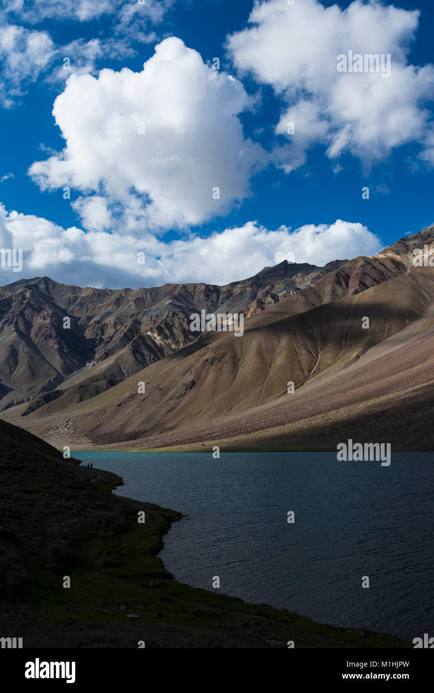 Blue sky over chandra Taal lake - Stock Image