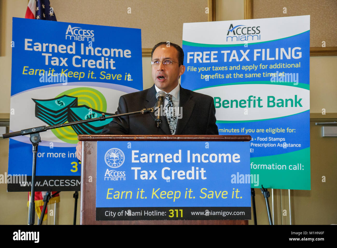 getting government contracts networking speaker man earned income tax credit Stock Photo