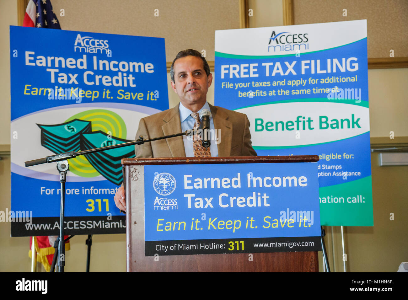 getting government contracts networking speaker man earned income tax credit Hispanic Mayor Manny Diaz - Stock Image