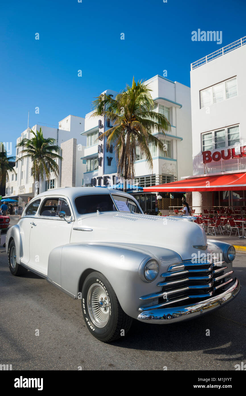 MIAMI - January 13, 2018: A vintage American automobile parks on Ocean Drive during the annual Art Deco Weekend - Stock Image