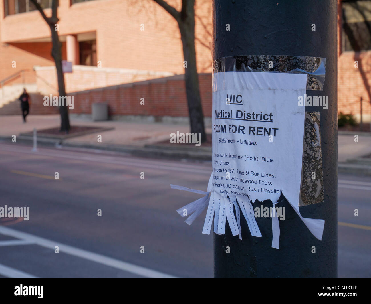 Room for rent sign taped to light pole. Illinois Medical District, Chicago. - Stock Image