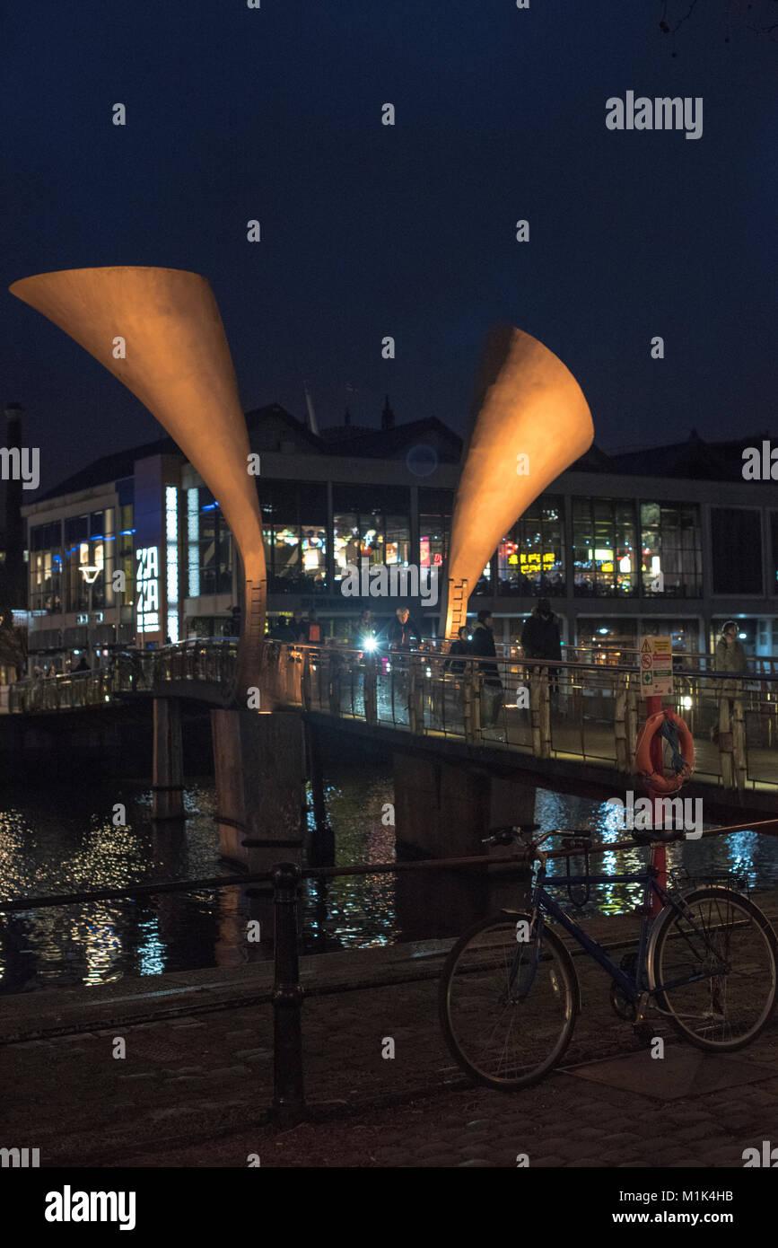A night view of Pero's bridge in Bristol and the Za Za Bazaar near Watershed - Stock Image