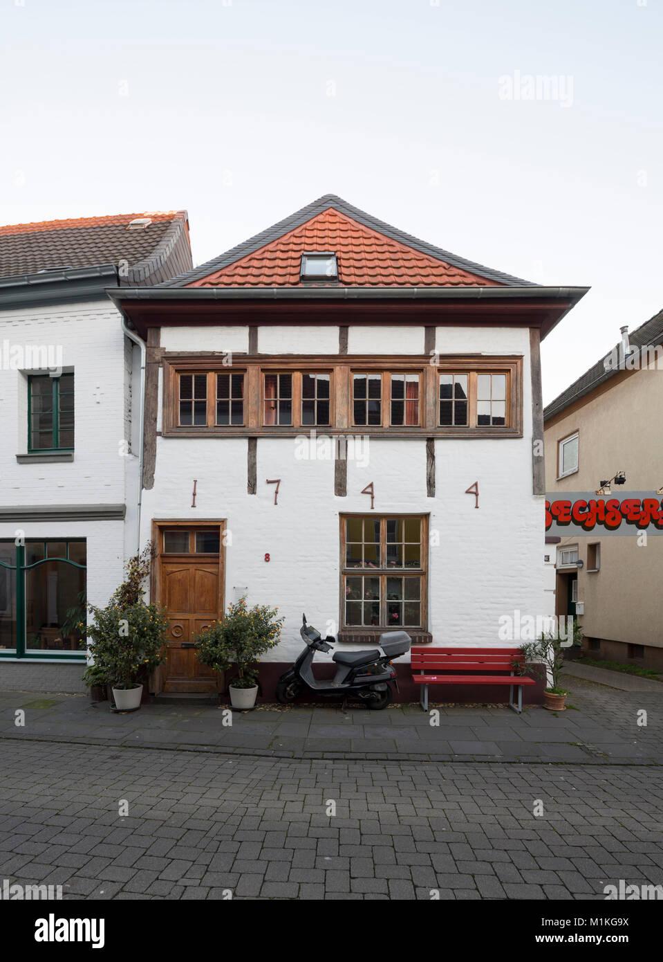 Krefeld-Hüls, Klever Straße, Fachwerkhaus von 1744 - Stock Image