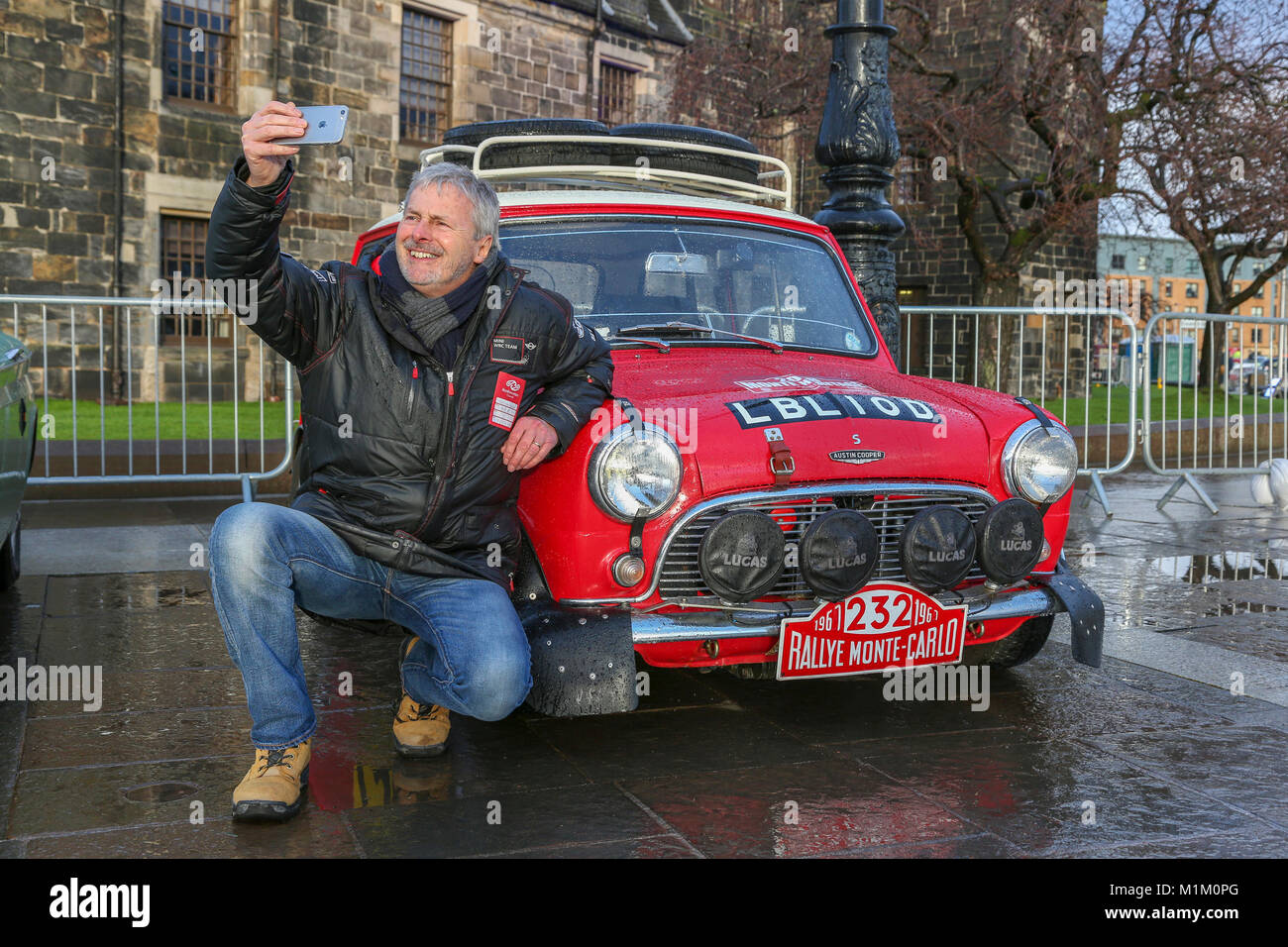 Paisley, Scotland, UK. 31st January, 2018. On a cold and sometimes very wet January day, 1000's of spectators - Stock Image
