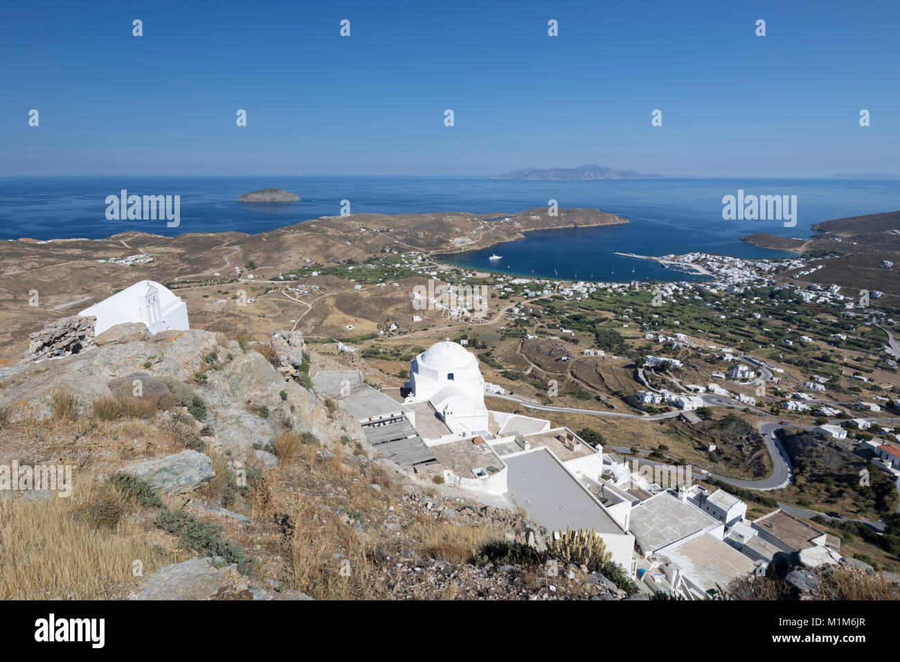 View over Livadi Bay and white Greek Orthodox churches from top of Pano Chora, Serifos, Cyclades, Aegean Sea, Greek - Stock Image