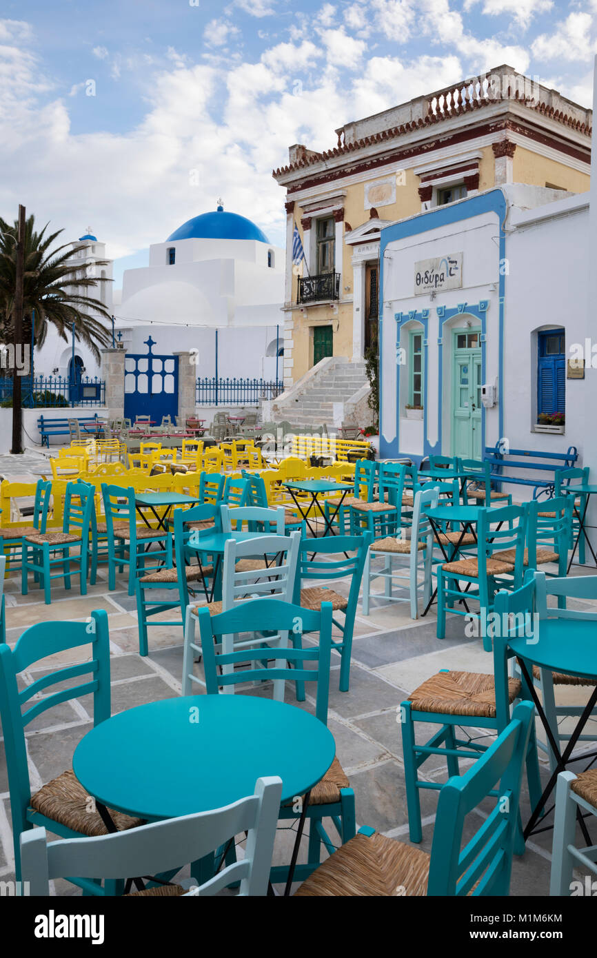 Cafe tables and chairs in town square of Pano Chora, Serifos, Cyclades, Aegean Sea, Greek Islands, Greece, Europe - Stock Image