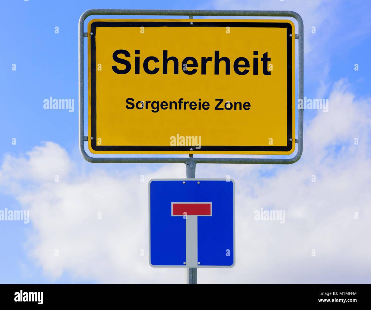 Sicherheit in der sorgenfreien Zone auf Ortsschild - Stock Image