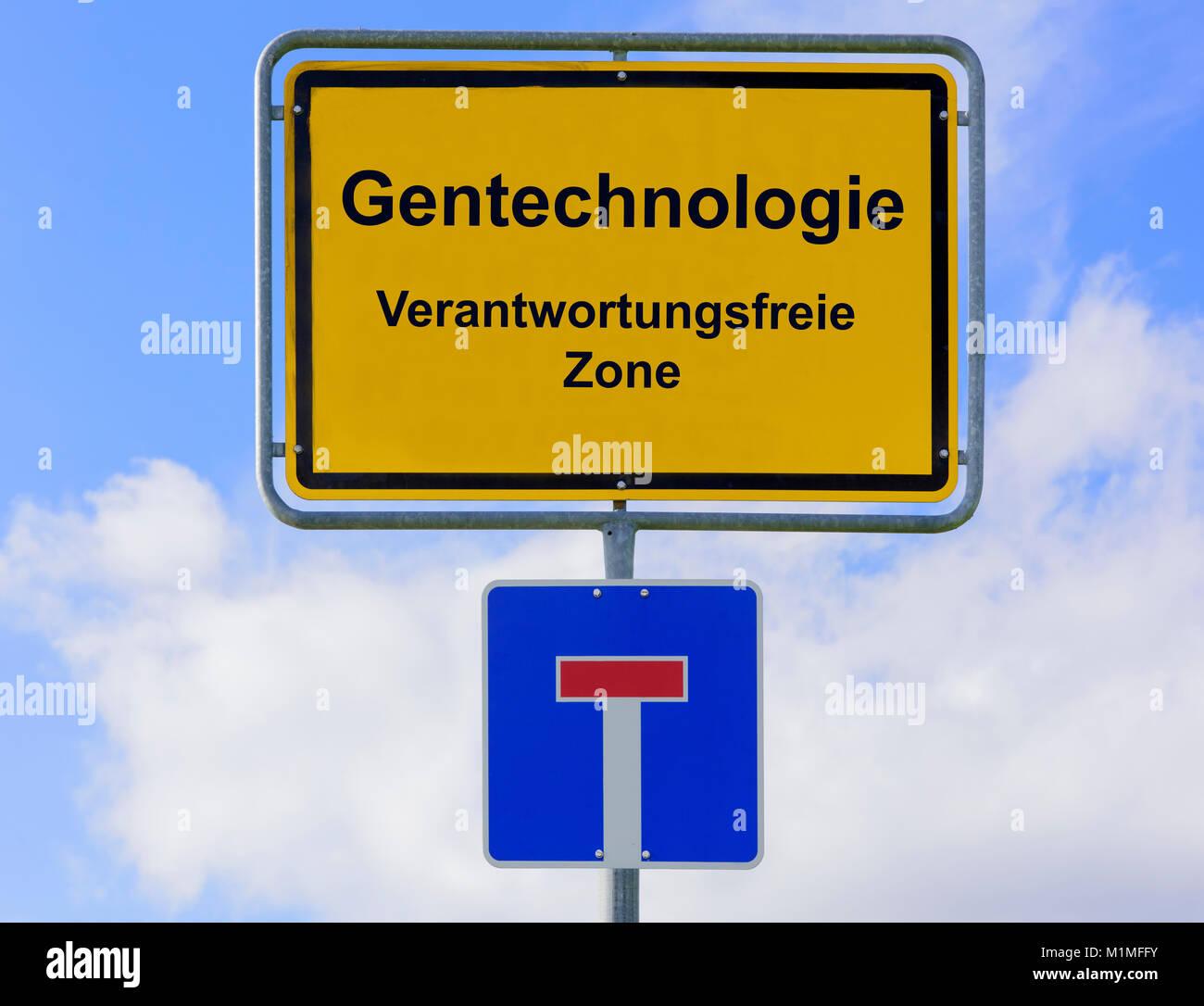 verantwortungsfreie Gentechnologie auf Ortsschild - Stock Image