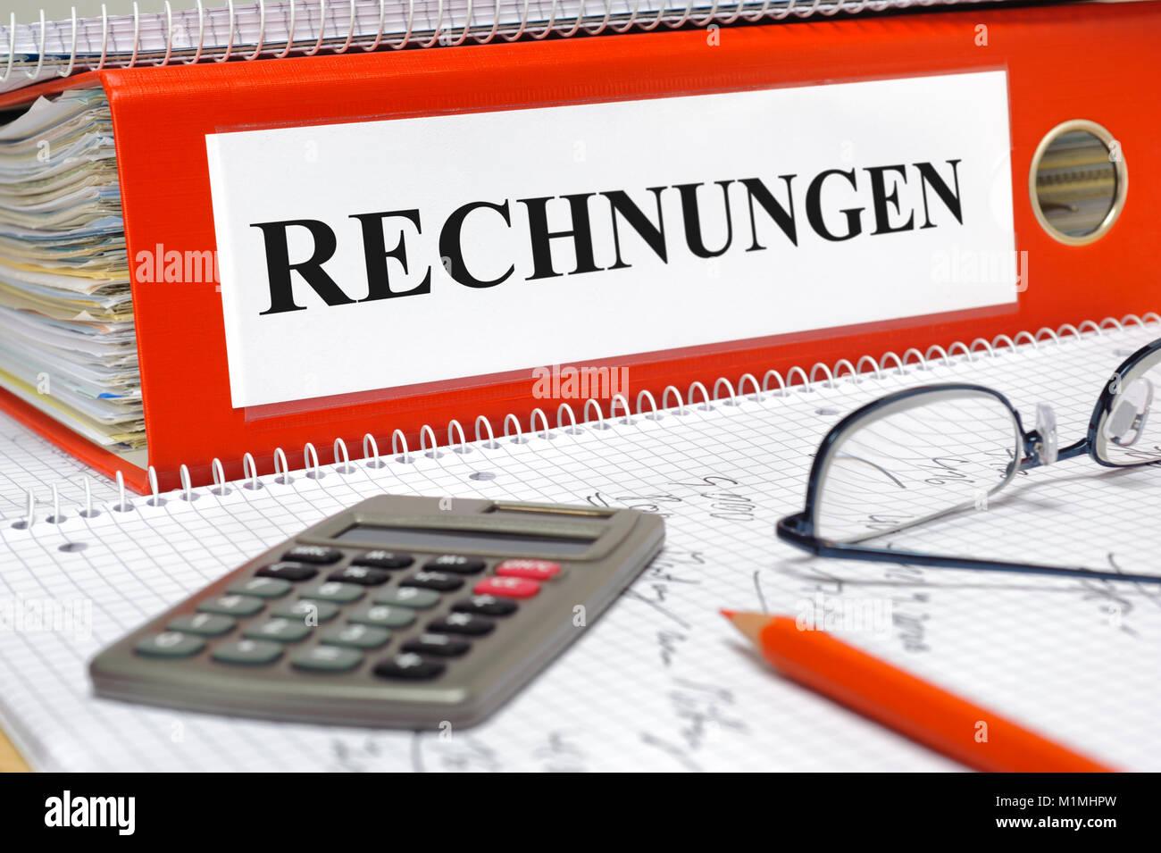 Rechnungen im Ordner - Stock Image