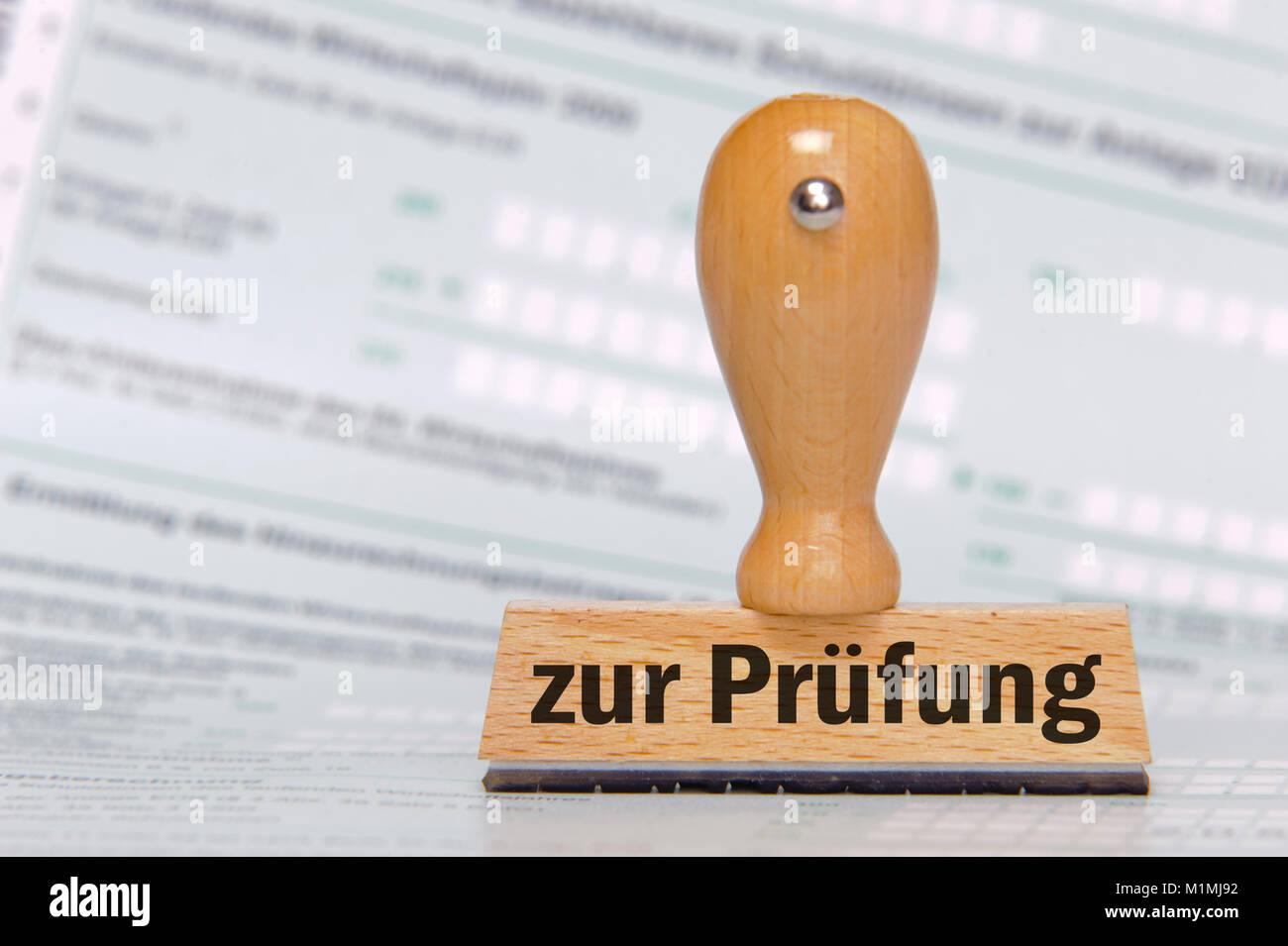 """Prüfung, Stempel mit Aufdruck """"zur Prüfung"""" Stock Photo"""