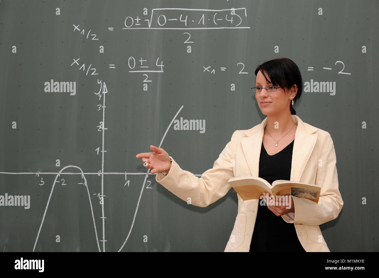 School Teacher gives lessons MR, Schule - Lehrerin gibt Unterricht MR Stock Photo