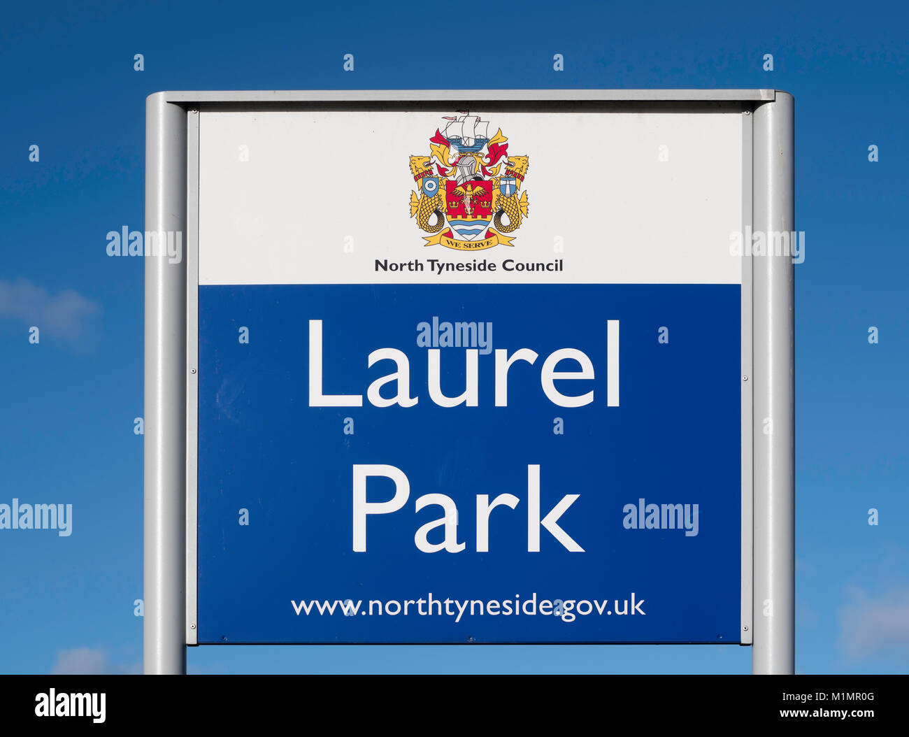 Sign Laurel Park bearing the coat of arms of North Tyneside Council, North Shields, England, UK - Stock Image