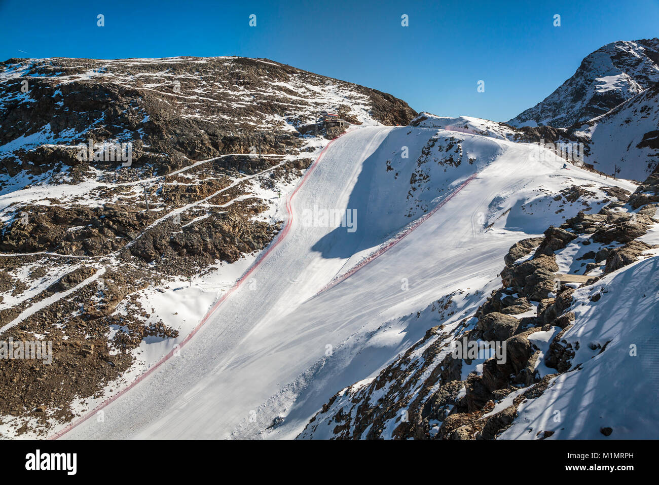 A ski run in the Bernina mountain peaks and the Diavolezza Glacier near St. Moritz, Switzerland, Europe. - Stock Image