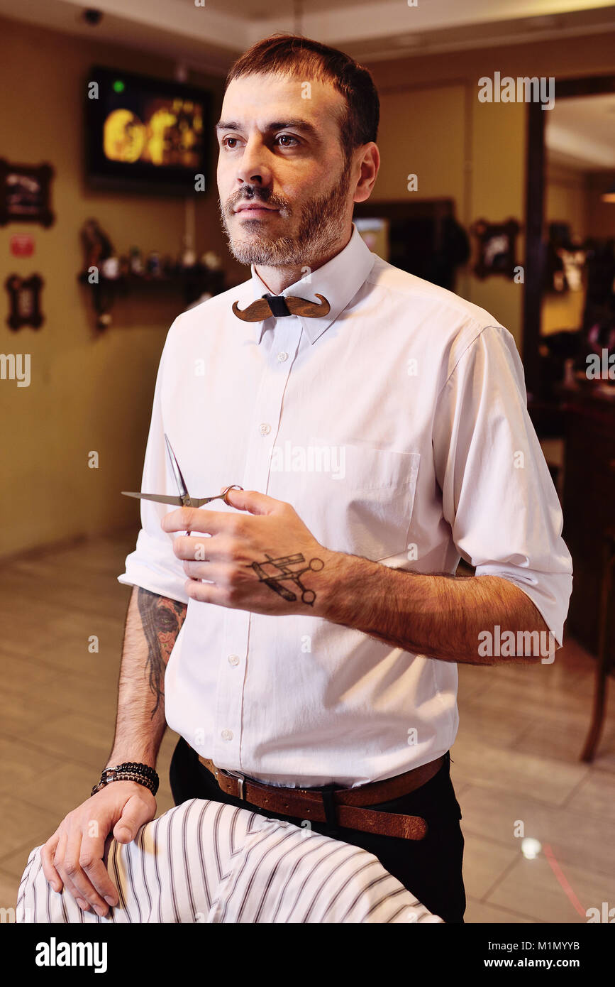 stylish barber man getting ready to work - Stock Image