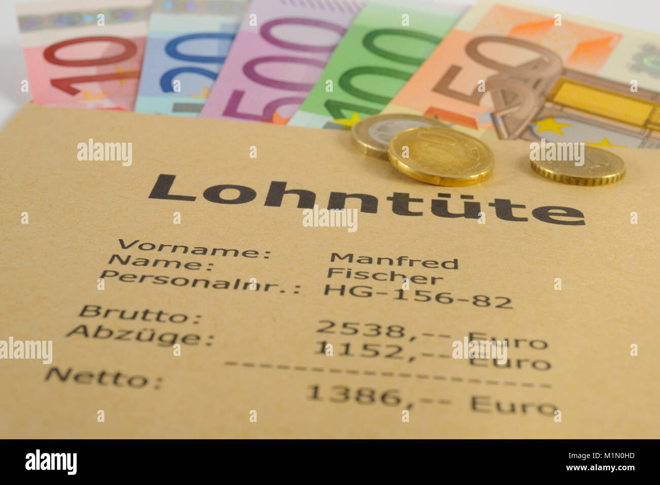 Lohntüte mit Euro - Wolfgang Filser [Jede Nutzung ist honorarpflichtig. Veroeffentlichung nur gegen Honorarzahlung, Stock Photo