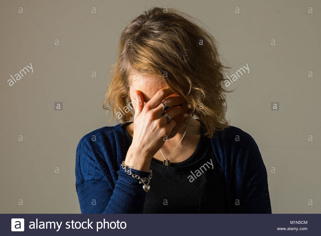 Embargoed to 2330 Wednesday January 31 PICTURE POSED BY MODEL File photo dated 09/03/15 of a woman with a migraine, - Stock Image