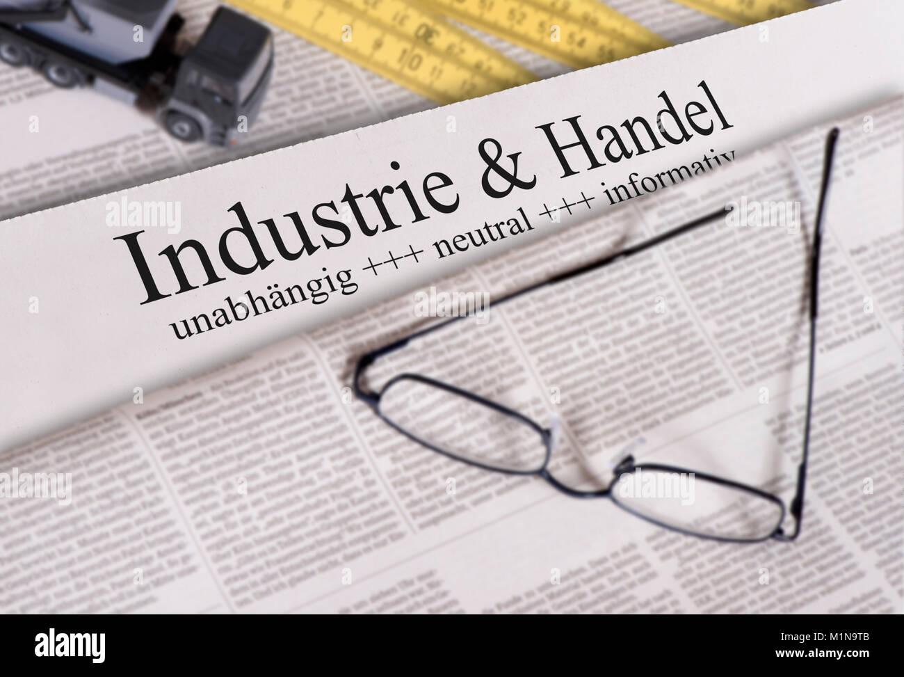 Tageszeitung mit Überschrift Industrie & Handel - Stock Image