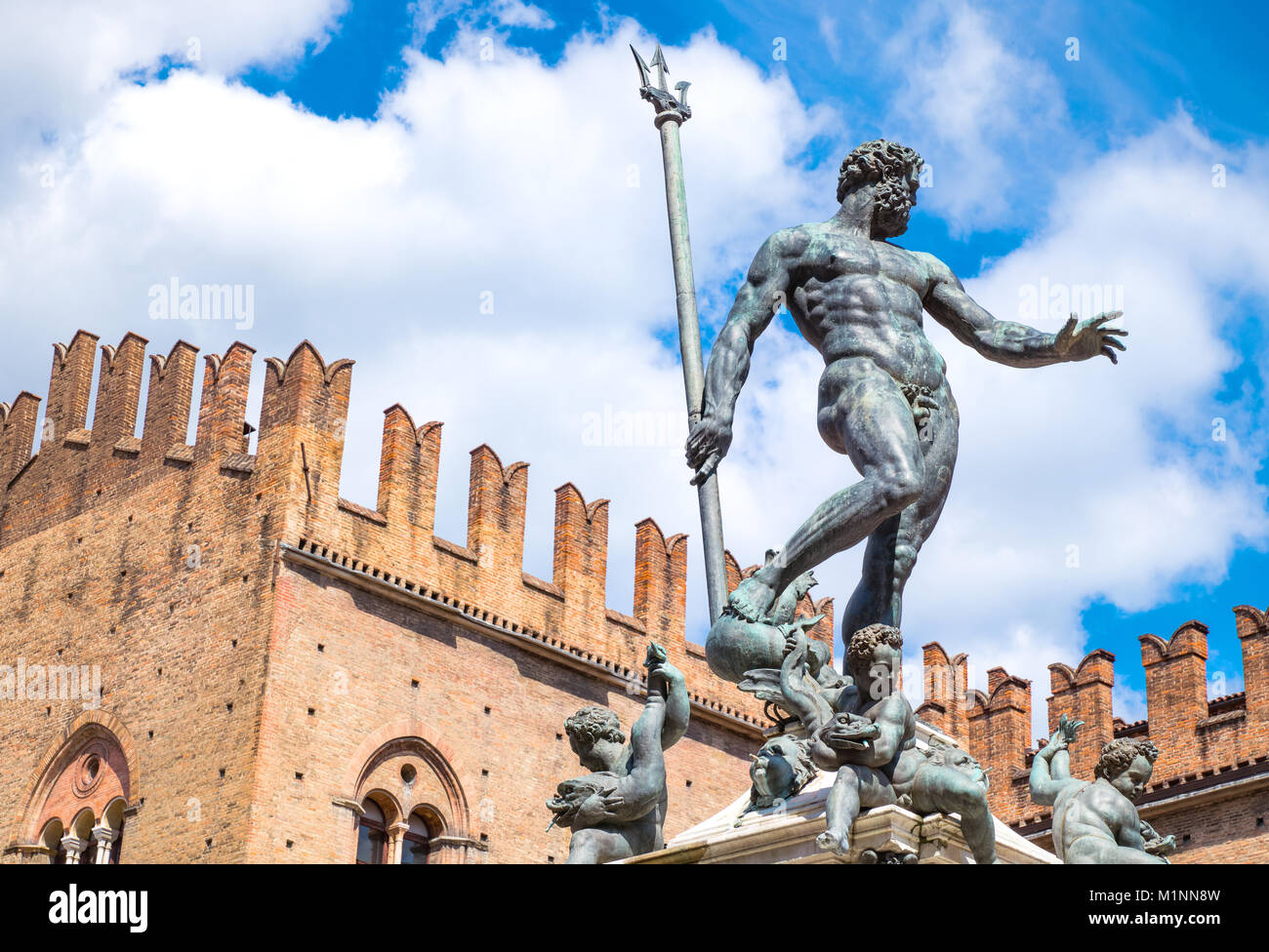 Italy, Bologna, Del Nettuno square, the Neptune statue and the Re Enzo palace in the background - Stock Image