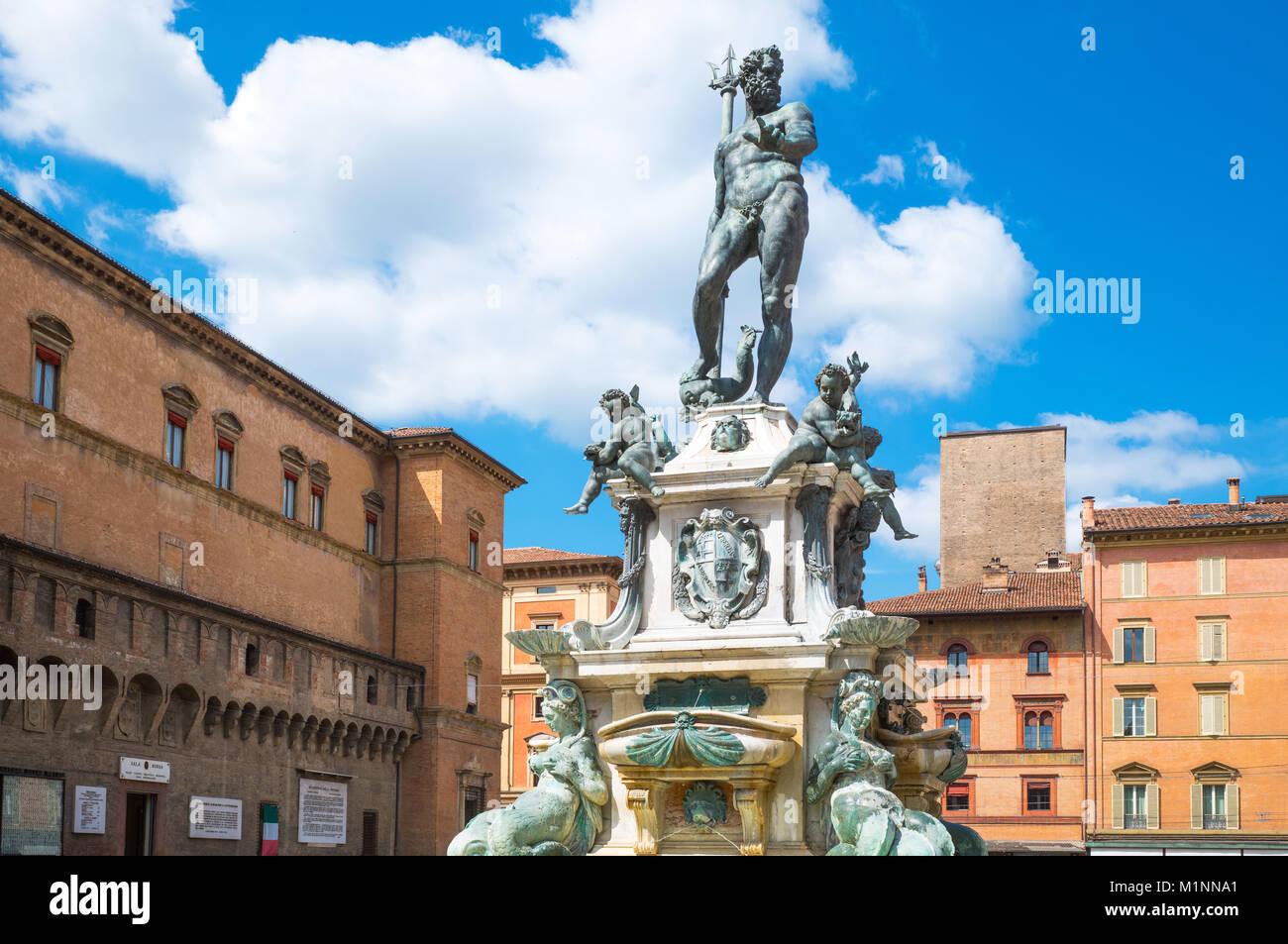 Italy, Bologna, Del Nettuno square, frontal view of the Neptune fountain - Stock Image