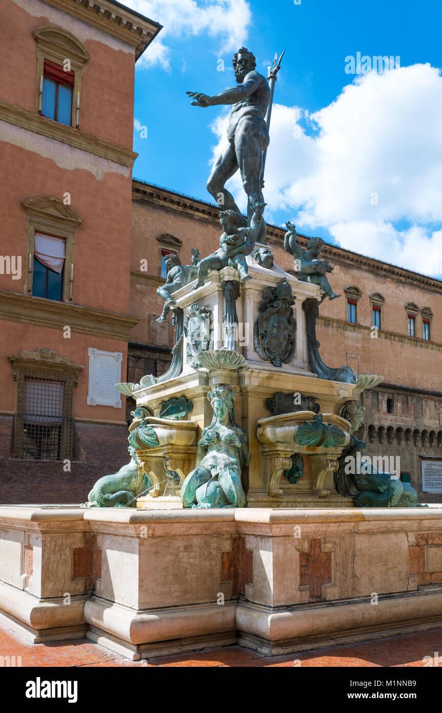 Italy, Bologna, Del Nettuno square, side view of the Neptune fountain - Stock Image