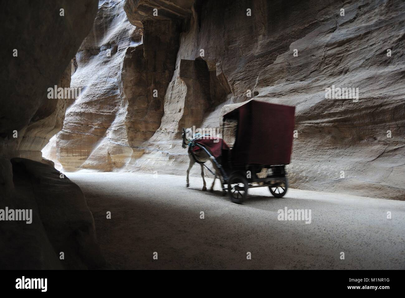 Jordan, Petra , horse carriage going through the Siq - February 2016 | usage worldwide - Stock Image