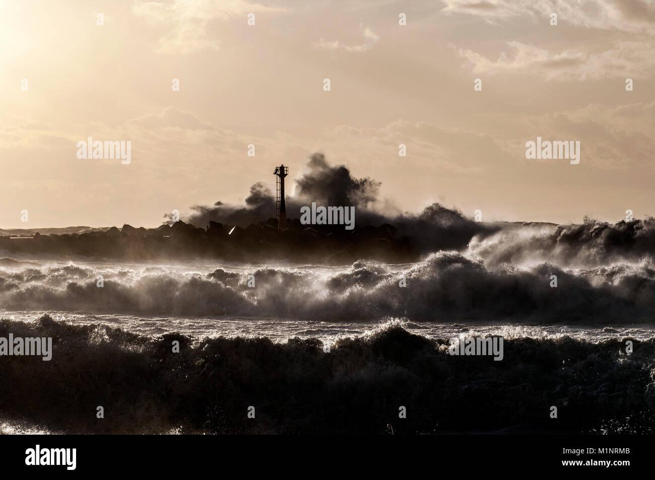GALE FORCE - STORM - TEMPEST - ROUGH SEA - SEA GALE - STORM WAVES NEAR BAYONNE HARBOR FRANCE - TEMPÊTE SUR LA COTE Stock Photo